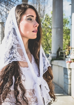 woman in white lace veil